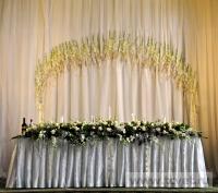 Украшение белыми цветами зала Яръ. Фото 13