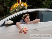 Украшение свадебного кортежа цветами. Фото 10