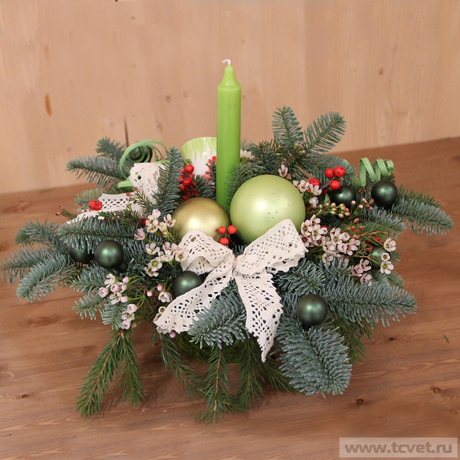 Новогодняя композиция с зеленой свечой