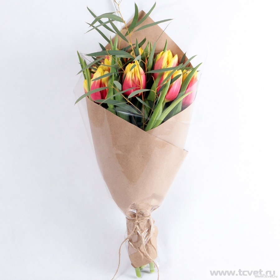 Букет из тюльпанов Манговый в крафте