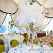 Канделябр с перьями на стол гостей