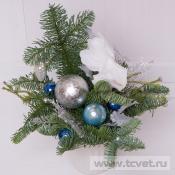 Композиция новогодняя бело-голубая в вазочке
