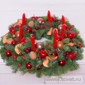 Венок рождественский красный со свечами