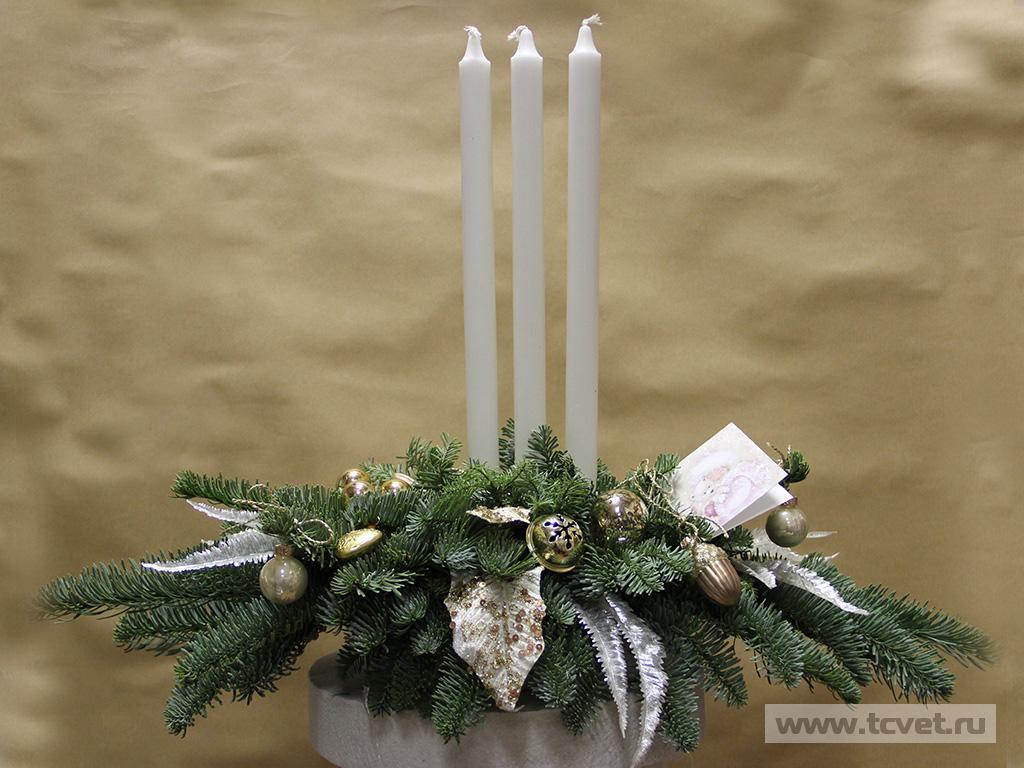 Композиция с белыми тонкими свечами 5