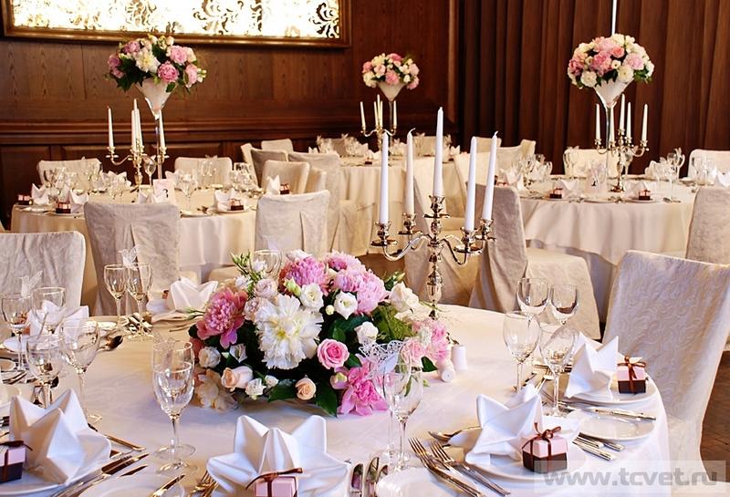 Украшение свадебного зала цветочными композициями