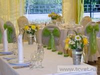 Ромашковая свадьба. Букеты из ромашек на столах гостей