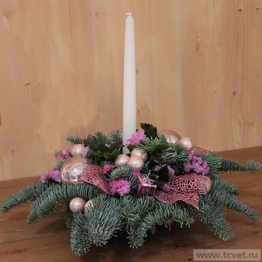 Композиция бело-розовая с тонкой свечой