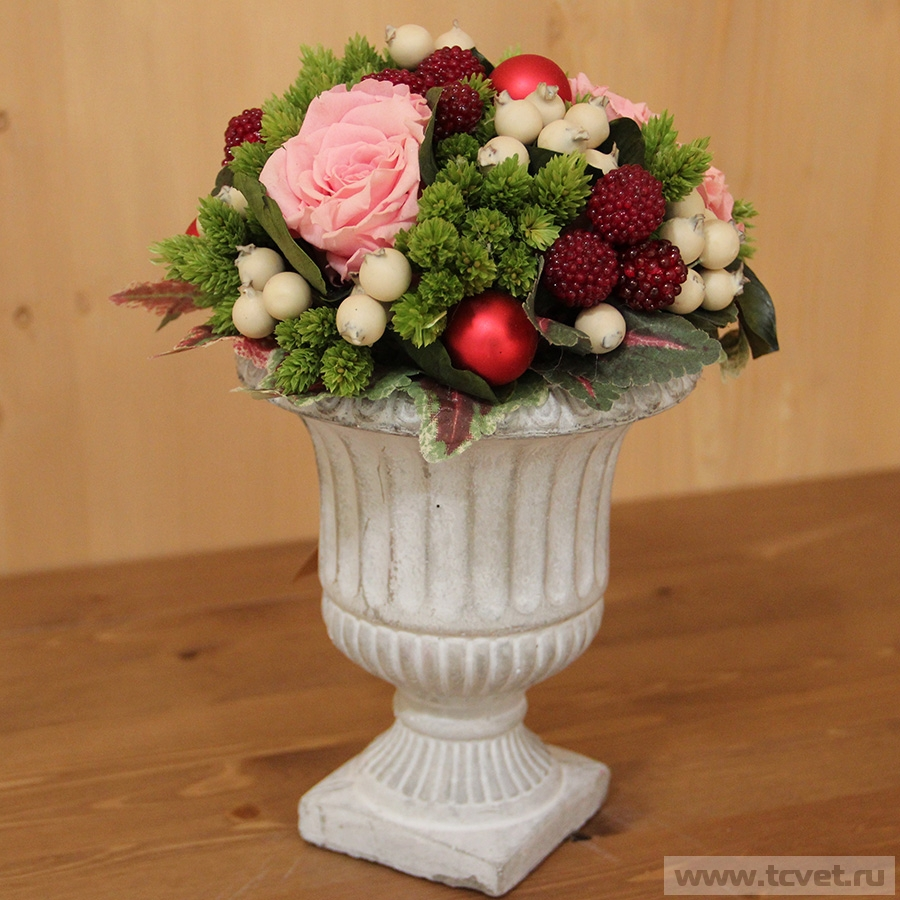 Композиция в вазе из цветов
