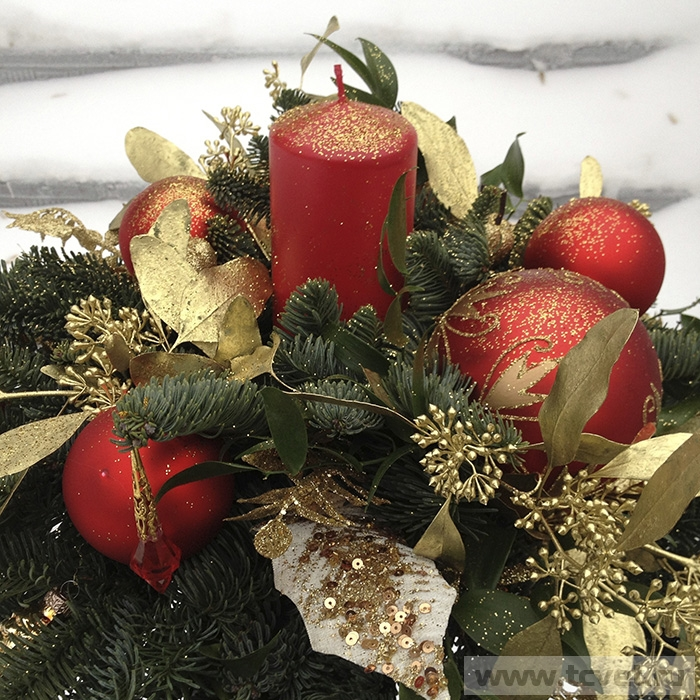 Красно-золотая новогодняя композиция