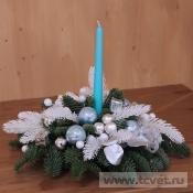 Новогодняя композиция с голубой свечой