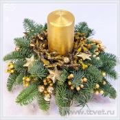 Композиция на новый год с золотой свечой