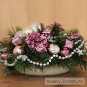 Розово-серебряная композиция с искусственной хвоей